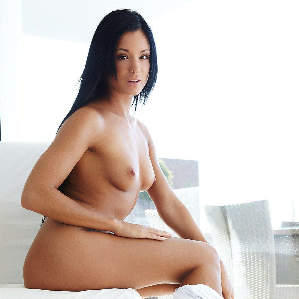 Errotica erotika –  Jessie az ablaknál