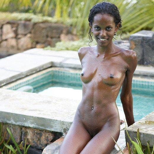 Hegre-art erotika – Valerie a medencénél...