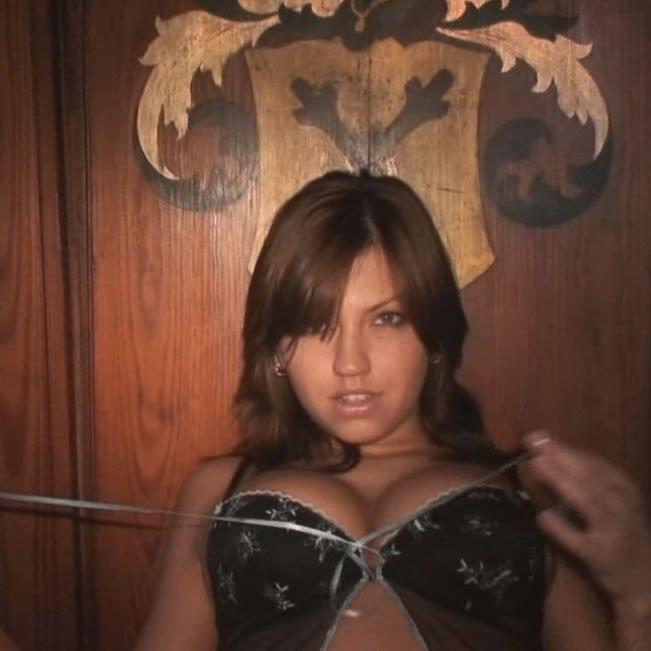 HD videó erotika – Eufrat weekend-házban vetkőzik le