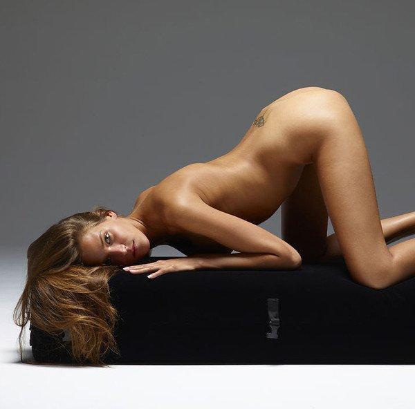 Hegre-art erotika – Silvie tornászik
