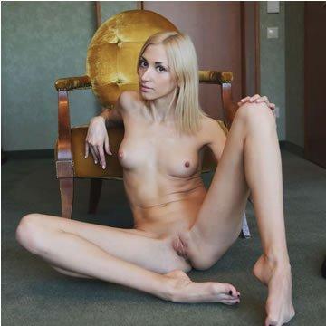 Anna Lee - erotikus szobafogság