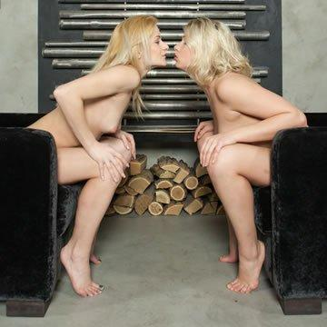 Kelly és Lucy - szexi fotelbabák