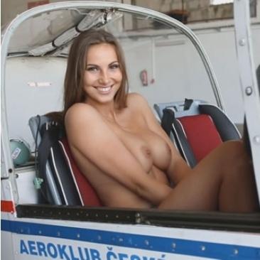 Connie Carter - meztelen repülés és élvezet