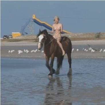 Mile - meztelen lovaglás a tengerparton