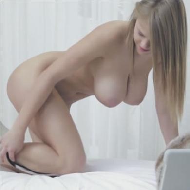 Erotika - meztelen tini