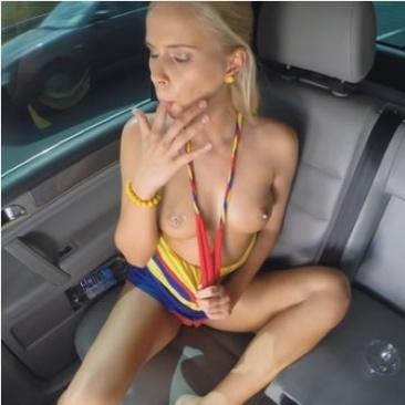 Tracy Gold - maszturbálás a kocsiban