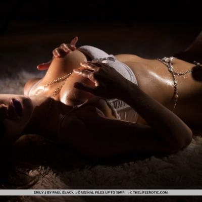 erotika-meztelen-emily-110..jpg