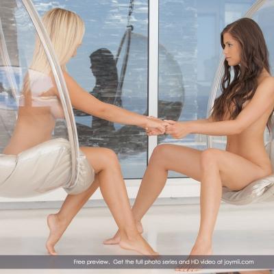 Caprice leszbikus pornó