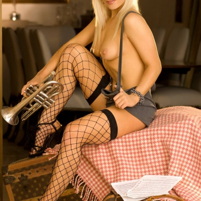 3x-erotika-playboy-mia-valentine-110.jpg